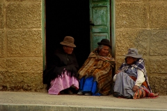 Bolivia - people - Lake Titicaca - women 43
